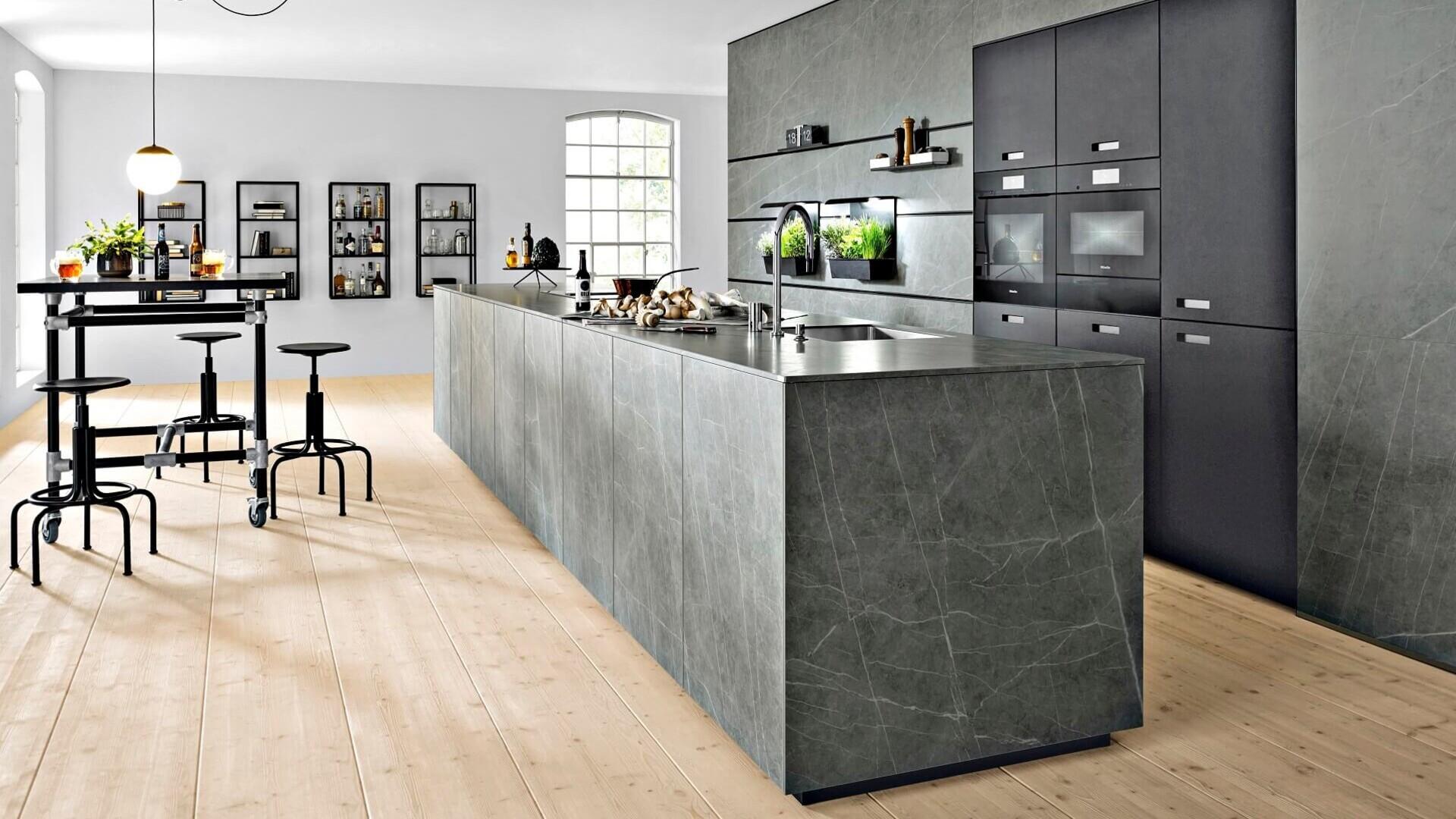 Schüller Next NX 17: Moderne Küche in Steinoptik  segmueller.de